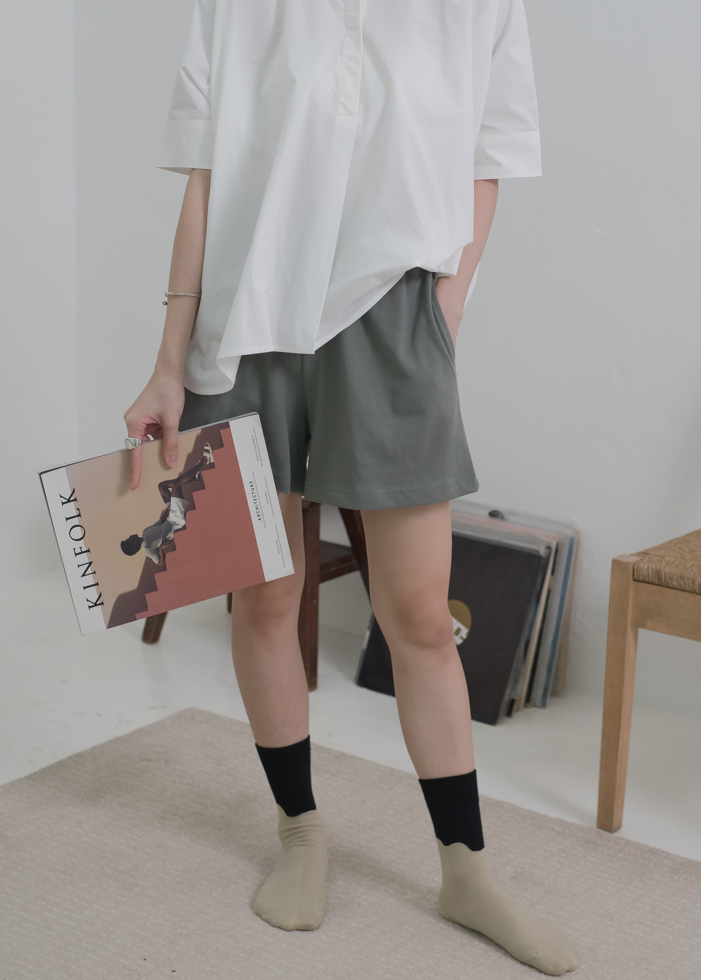 Casual shorts with pockets in grey green