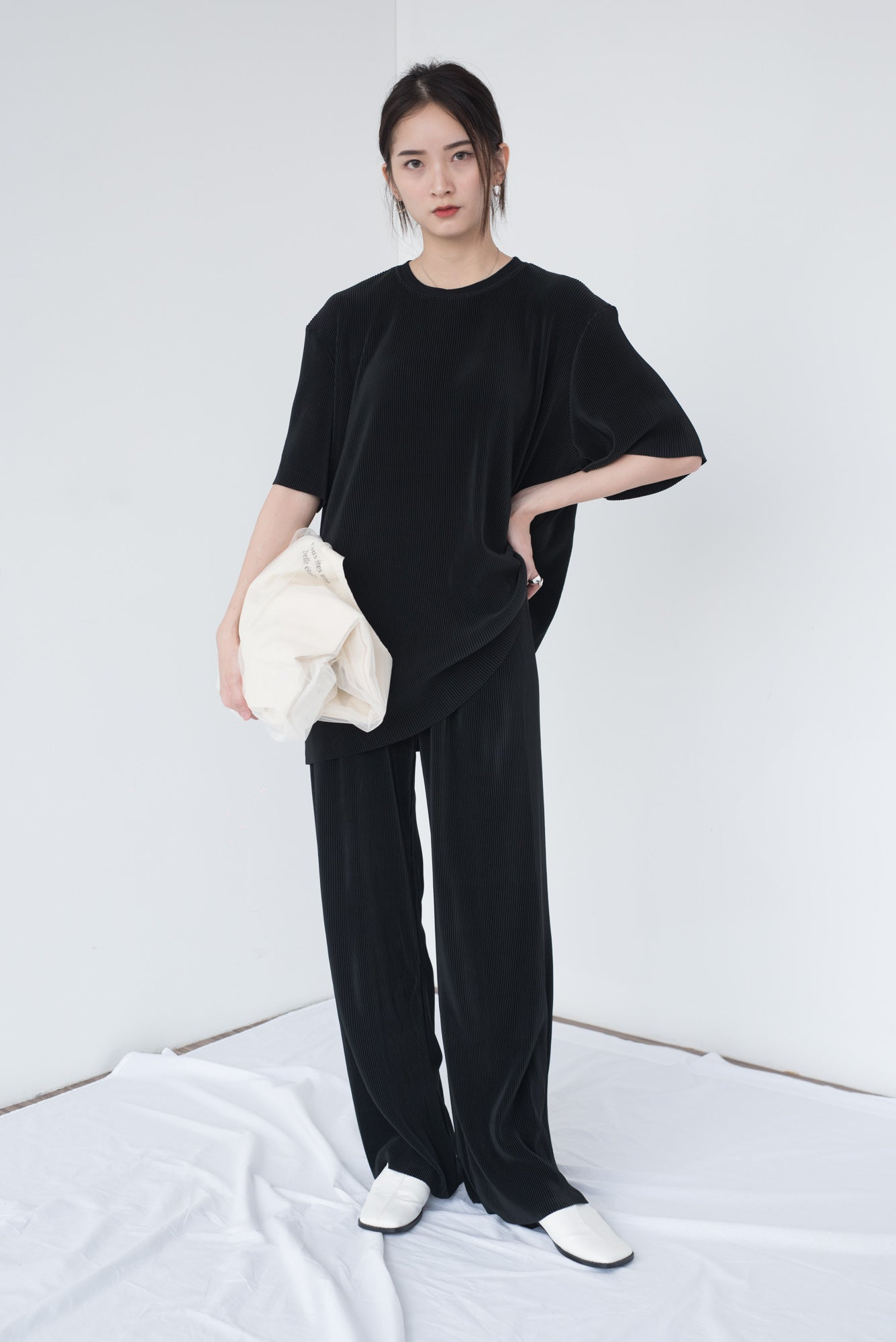 Loose moped trousers in classic black