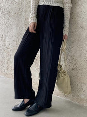 Pleated pants in classic black