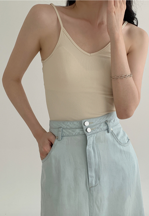 Sexy knitted camisole for outer wear in almond