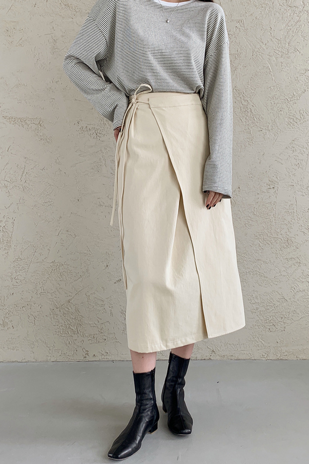 Diagonal cut skirt in almond