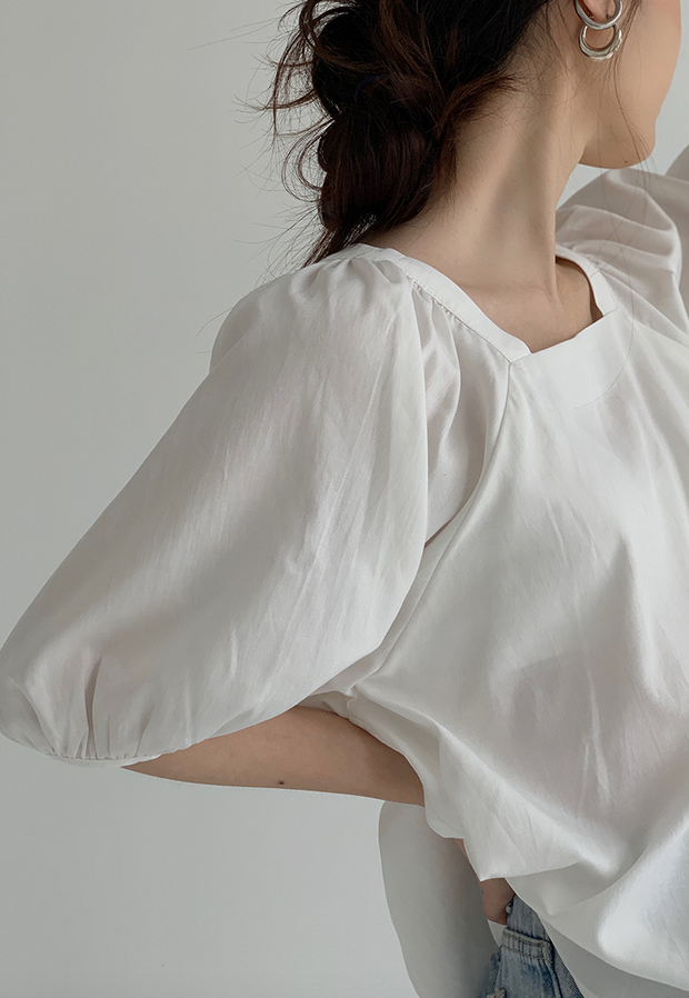 Square neck puff sleeve shirt
