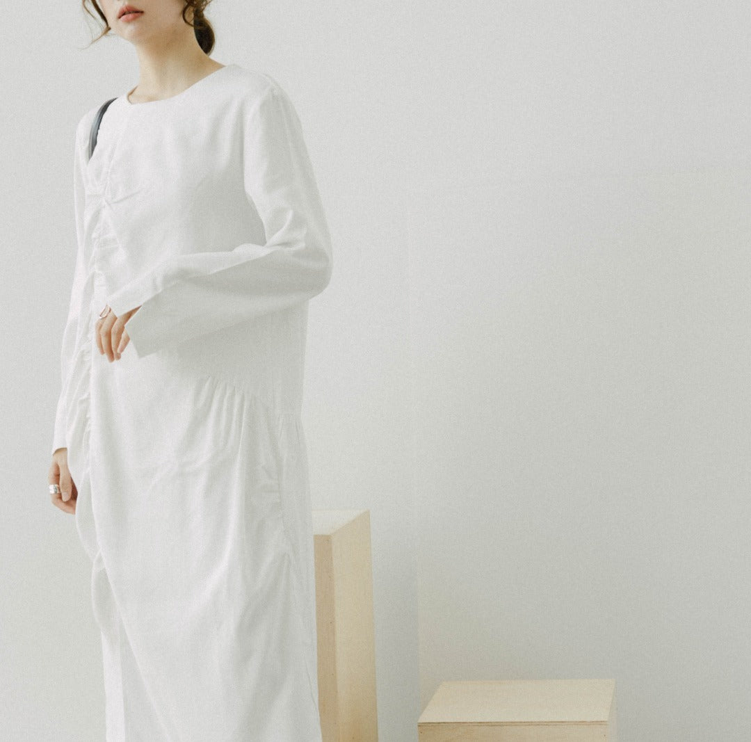 Long sleeve straight dress in white