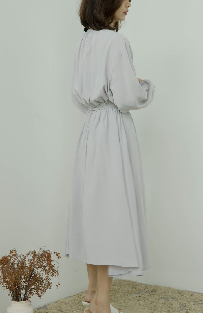 Long sleeve pleated dress with stand-up collar in grey