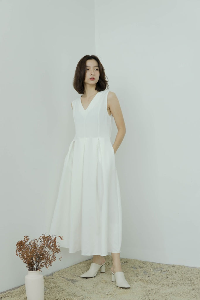Temperament pleated vest dress in cream white