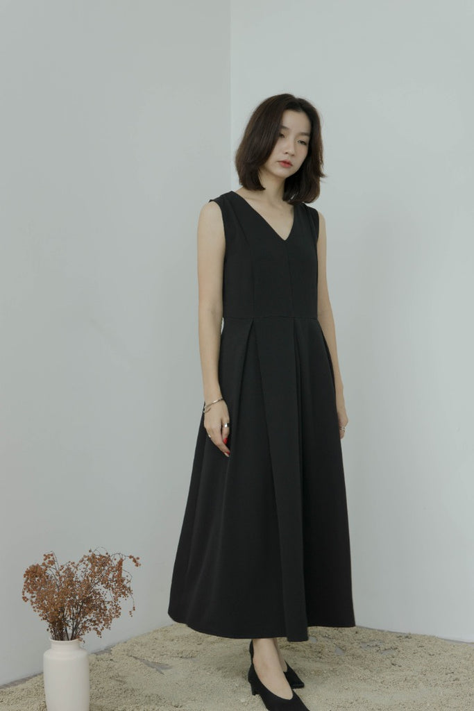 Temperament pleated vest dress in classic black