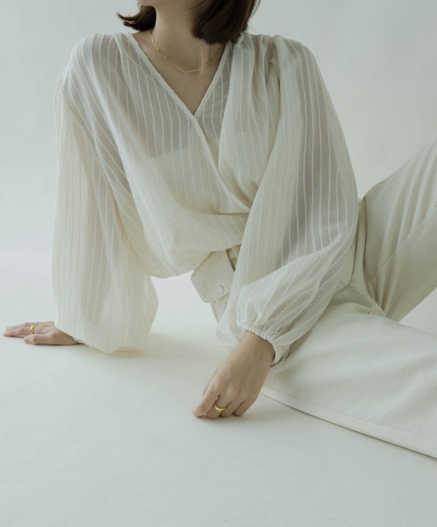 Palace style V-neck lantern sleeves in almond color