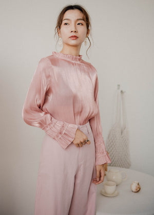 Shiny shirt with translucent flare sleeves in pink