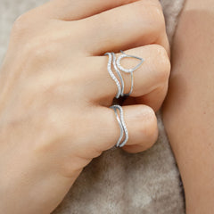 The Alkemistry 18ct white gold wave pinky ring