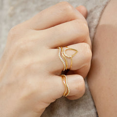The Alkemistry 18ct yellow gold wave pinky ring