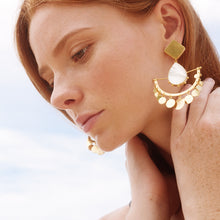 Load image into Gallery viewer, Mictla Earrings / Mother Pearl