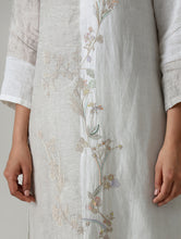Load image into Gallery viewer, Amara Embroidered Metallic Linen Kurta- Ivory