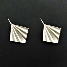 Load image into Gallery viewer, Garvi Large Silver Multi-Fold Earring
