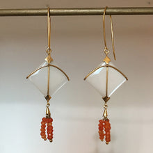 Charger l'image dans la galerie, Tail Kite Small Moon Stone With Carnelian Tassel
