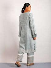 Load image into Gallery viewer, Kanok Hand-Embroidered Classic Linen Kurta