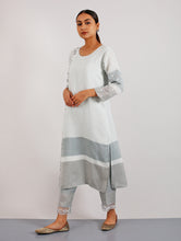 Charger l'image dans la galerie, Inzali Embroidered Linen Kurta