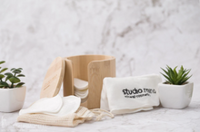 Afbeelding in Gallery-weergave laden, bamboo make up remover pads box