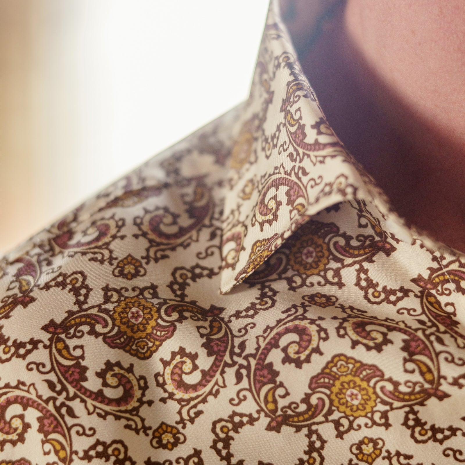 Tailored Fit Cream Jagger Print Silk Shirt with Kent Collar and 2-Button Cuffs