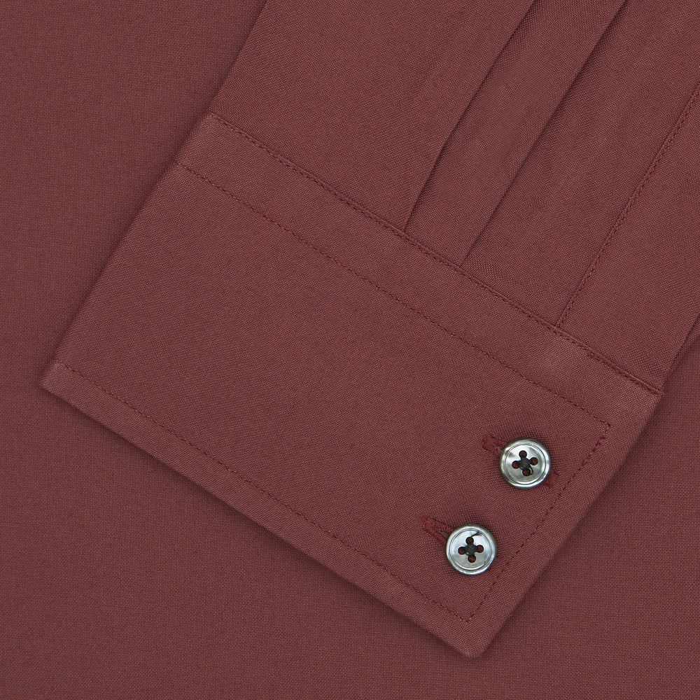 Tailored Fit Burgundy Cotton Shirt with Kent Collar and 2-Button Cuffs