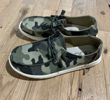 Load image into Gallery viewer, Hey Dude Wendy Camo Shoe