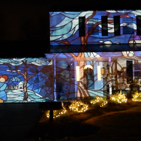 AtmosFAN Turns Entire House Into a 'Yuletide Window'