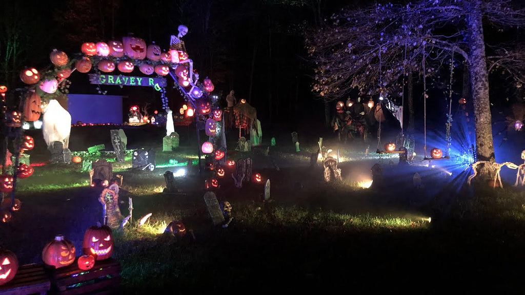 "Park Lauffer's ""HuckleBerry Halloween"" display makes the most of a horizontal video"