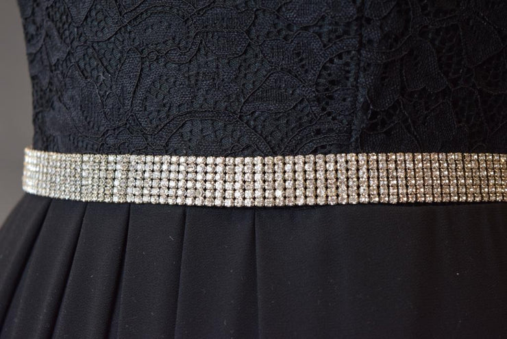 Sara's Fashion dress belt is super sparkly and perfect to make a statement! Clips with a chain to make it perfect