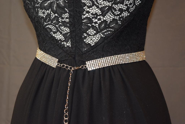 Sara's Fashion dress belt is super sparkly and perfect to make a statement! Clips with a chain