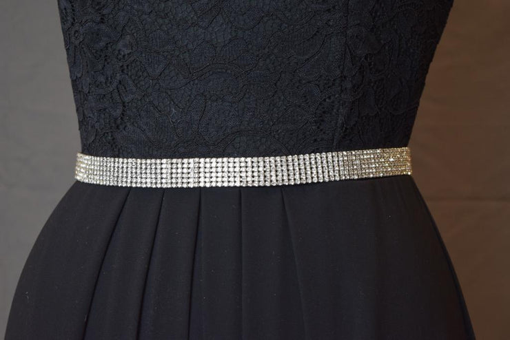Sara's Fashion dress belt is super sparkly and perfect to make a statement! Clips with a chain to make it perfect for multi-use.