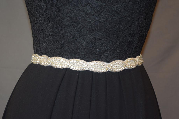 Sara's Fashion beautiful belt easy to add to any dress no matter the style or color!