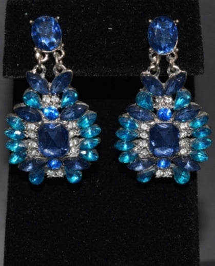 Sara's Fashion Elegant Royal blue diamonds earrings
