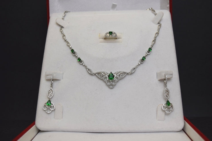 Sara's Fashion elegant green jewel set | Real Silver 925 | matching earrings, necklace and a ring.