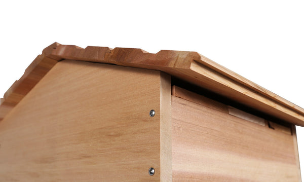 Warre hive roof close up