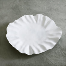 Load image into Gallery viewer, Beatriz Ball Vida Bloom Round Platter - Large