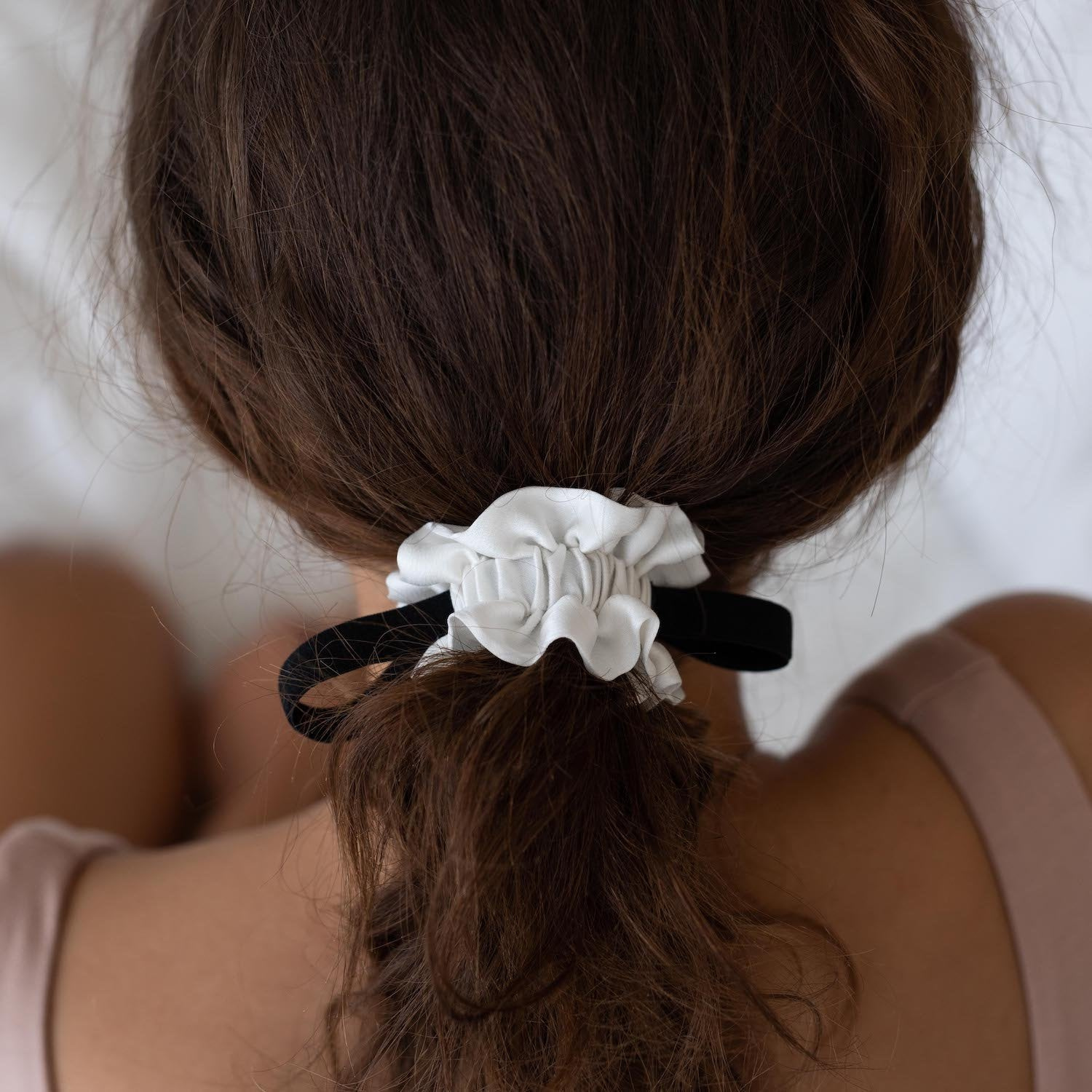 Lunya Sleepwear Washable Silk Scrunchie - #Starlight/Black