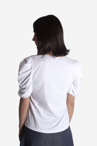 T-shirt drapped sleeve white