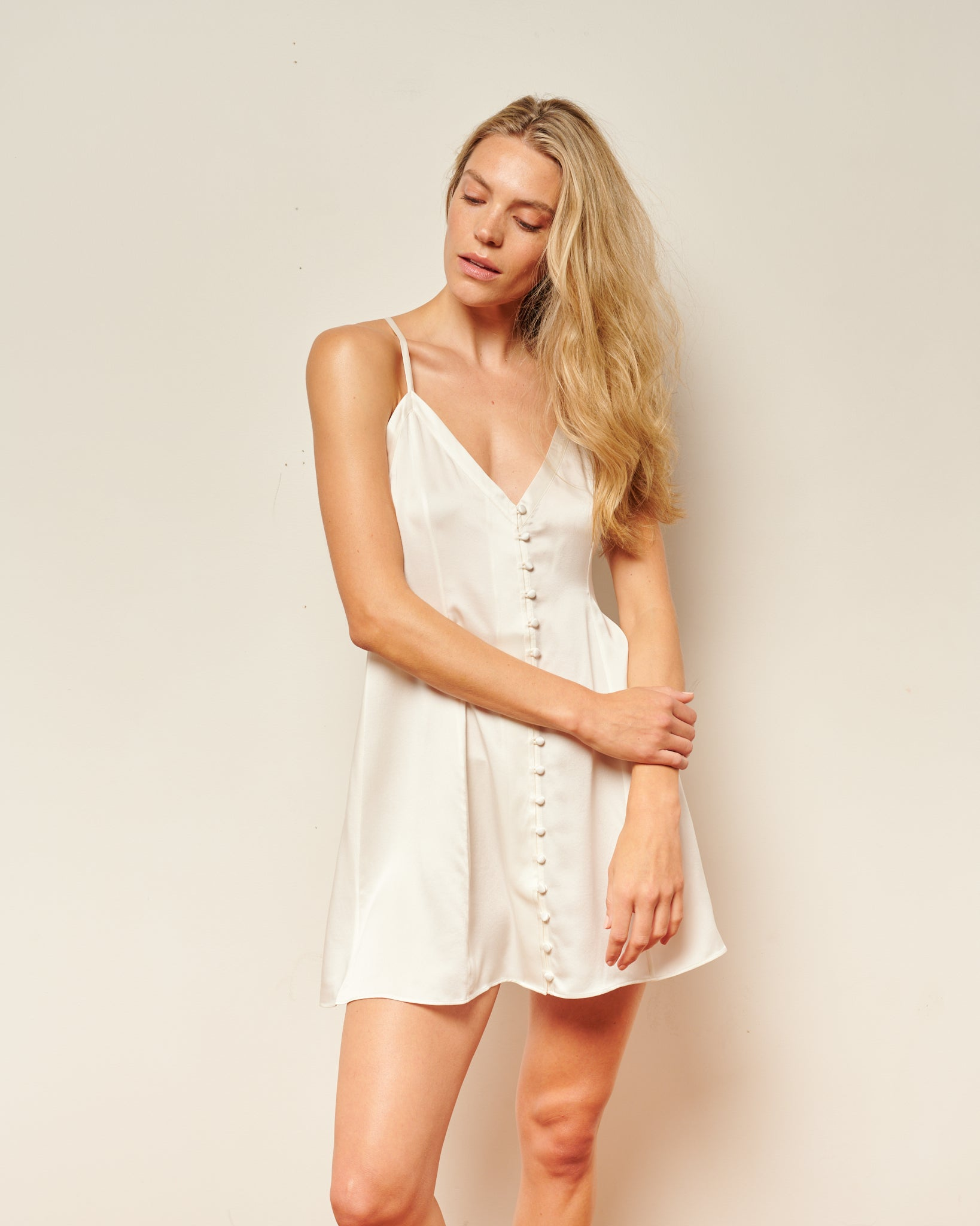 White washable silk, short nightgown / slip dress. This luxurious white silk slip dress with covered buttons, can be worn to bed or to date night. Nightgown dress, silk nightgowns, button down slip dress, sleepwear silk, washable silk pajamas, modern house dress, pink satin slip dress, sleepwear for ladies