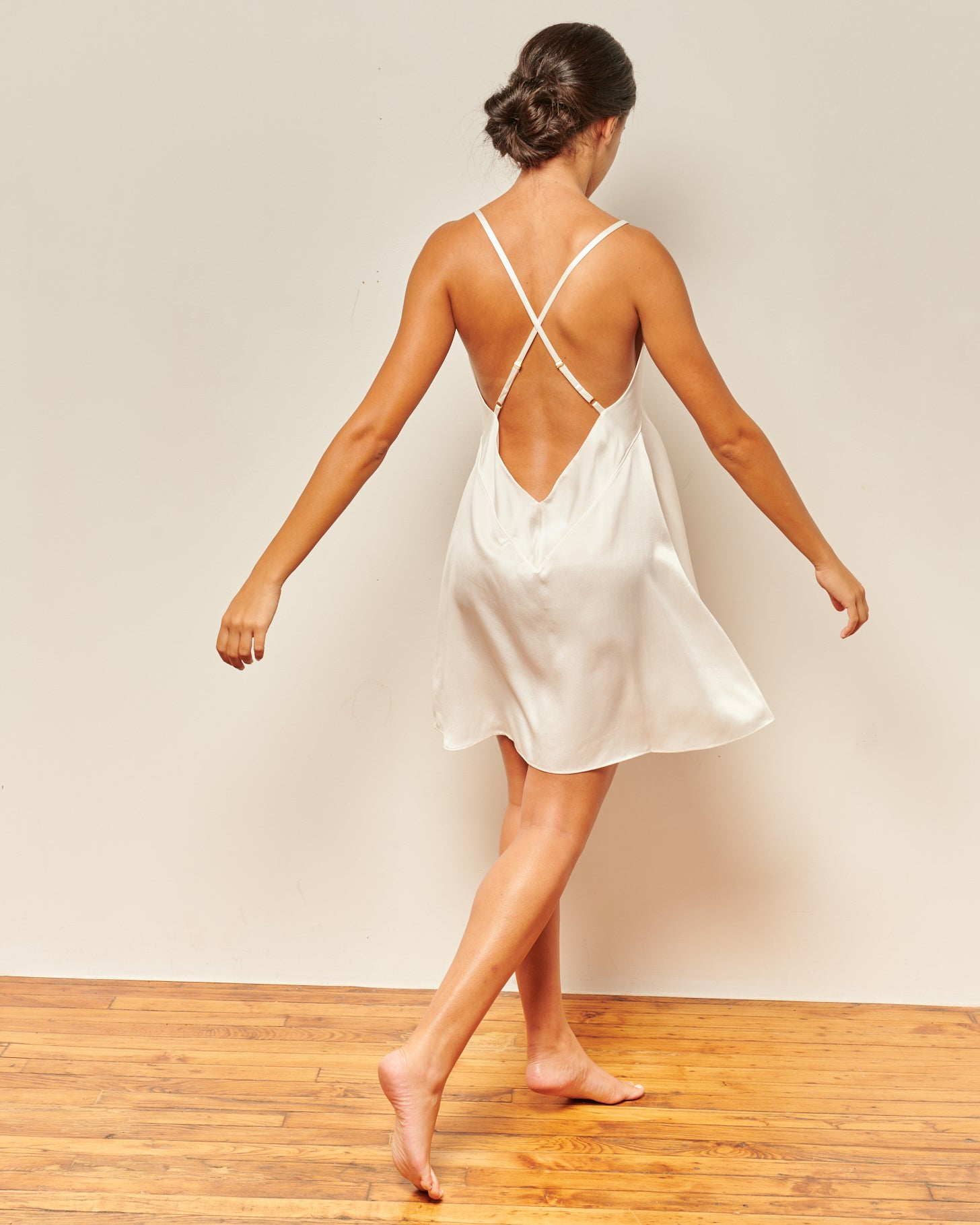 White washable silk, short nightgown. This luxurious white silk slip dress, can be worn to bed or to date night. Nightgown dress, silk nightgowns, womens sleepwear, sleepwear silk, washable silk pajamas, sleepwear gowns, modern house Dress, washable silk pajamas, satin slip dress, sleepwear for ladies