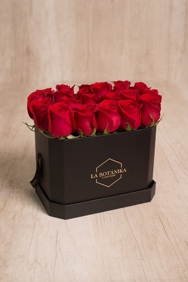 Love Box negra 22 rosas rojas