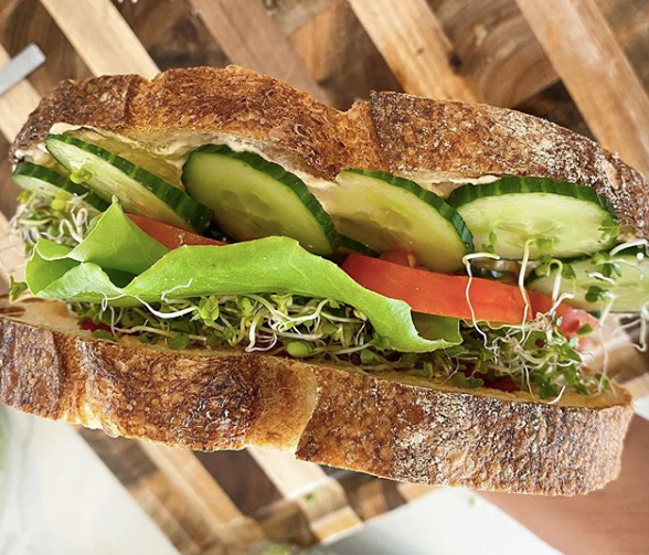 Veggie Sandwich Con Sourdough