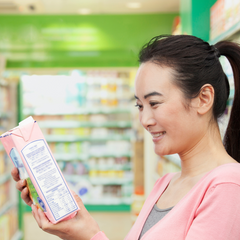 reading ingredients list on packaged foods