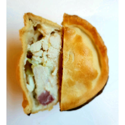 Chicken, honey roast ham & leek pie
