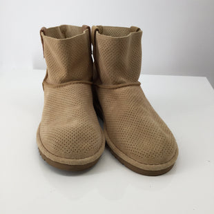 Tan Ugg Ankle Boots - CHECK OUT THESE SUPER CUTE TAN UGG ANKLE BOOTS! PERFECT FOR ALL SEASONS, IF YOU WILL. SOME MINOR CONDITION (PILLING) AND A SMALL STAIN ON THE OUTSIDE OF LEFT SHOE (SEE PHOTOS)..