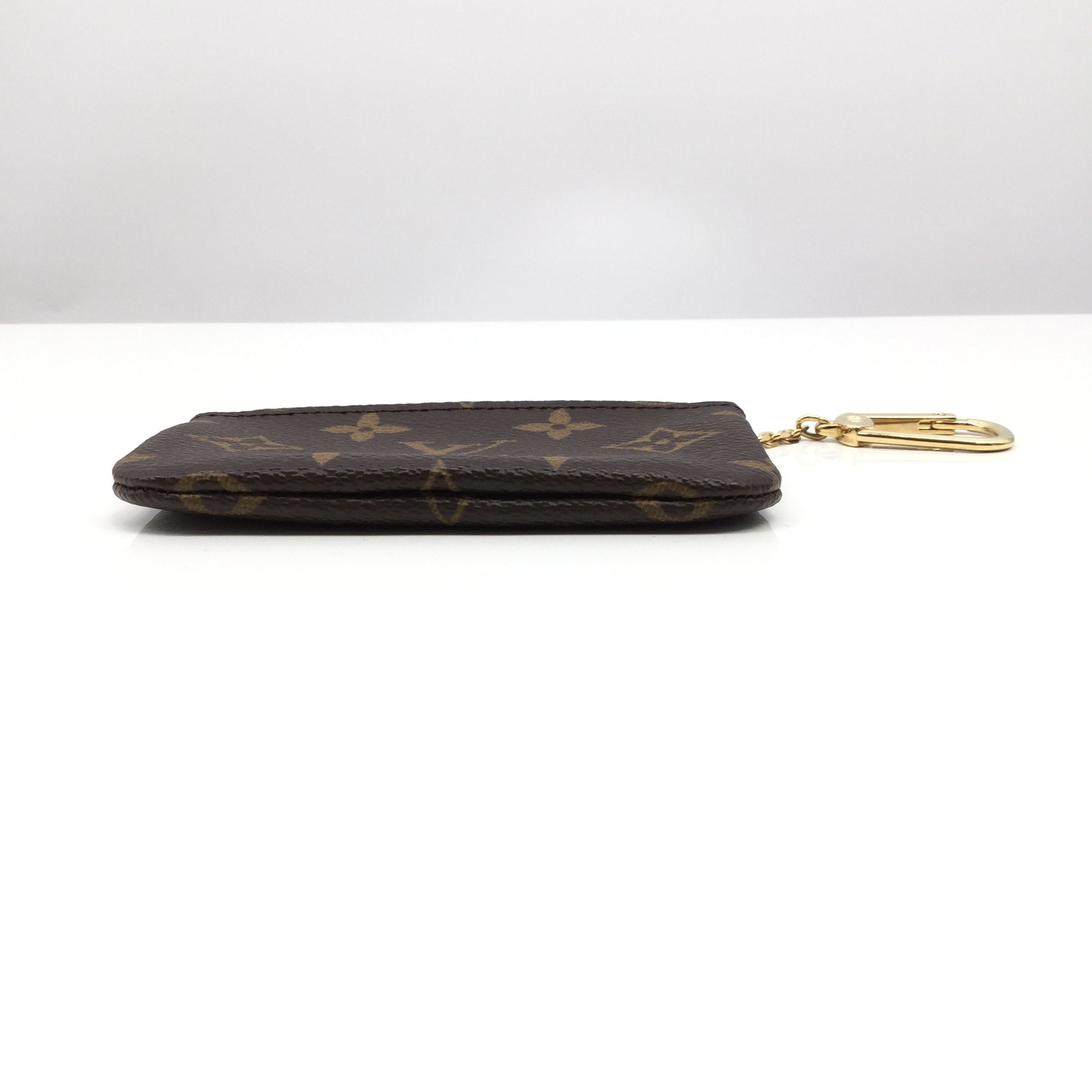 Louis Vuitton Coin Purse - <P>SMALL LIKE NEW LOUIS VUITTON COIN PURSE. TAN AND CHOCOLATE BROWN WITH GOLD HARDWARE. CA2039</P>