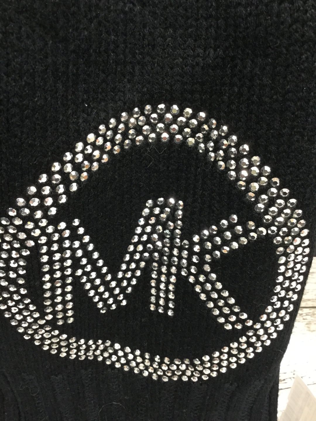 Photo #1 - brand: michael kors , style: scarf , color: black silver , sku: 127-3371-50150