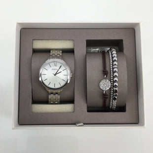 JEWELRY, - FOSSIL WATCH AND BRACELET SET IN SILVER-TONE. LEATHER PAVE AND SILVER-TONE BRACELET. HAS EXTRA LINKS FOR WATCH. NEW WITH TAGS..