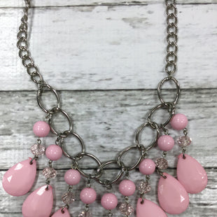 Primary Photo - PRETTY PINK NECKLACE WITH A SHORT CHAIN.BRAND:    CMD STYLE: NECKLACE COLOR: PINK SKU: 127-4954-2930