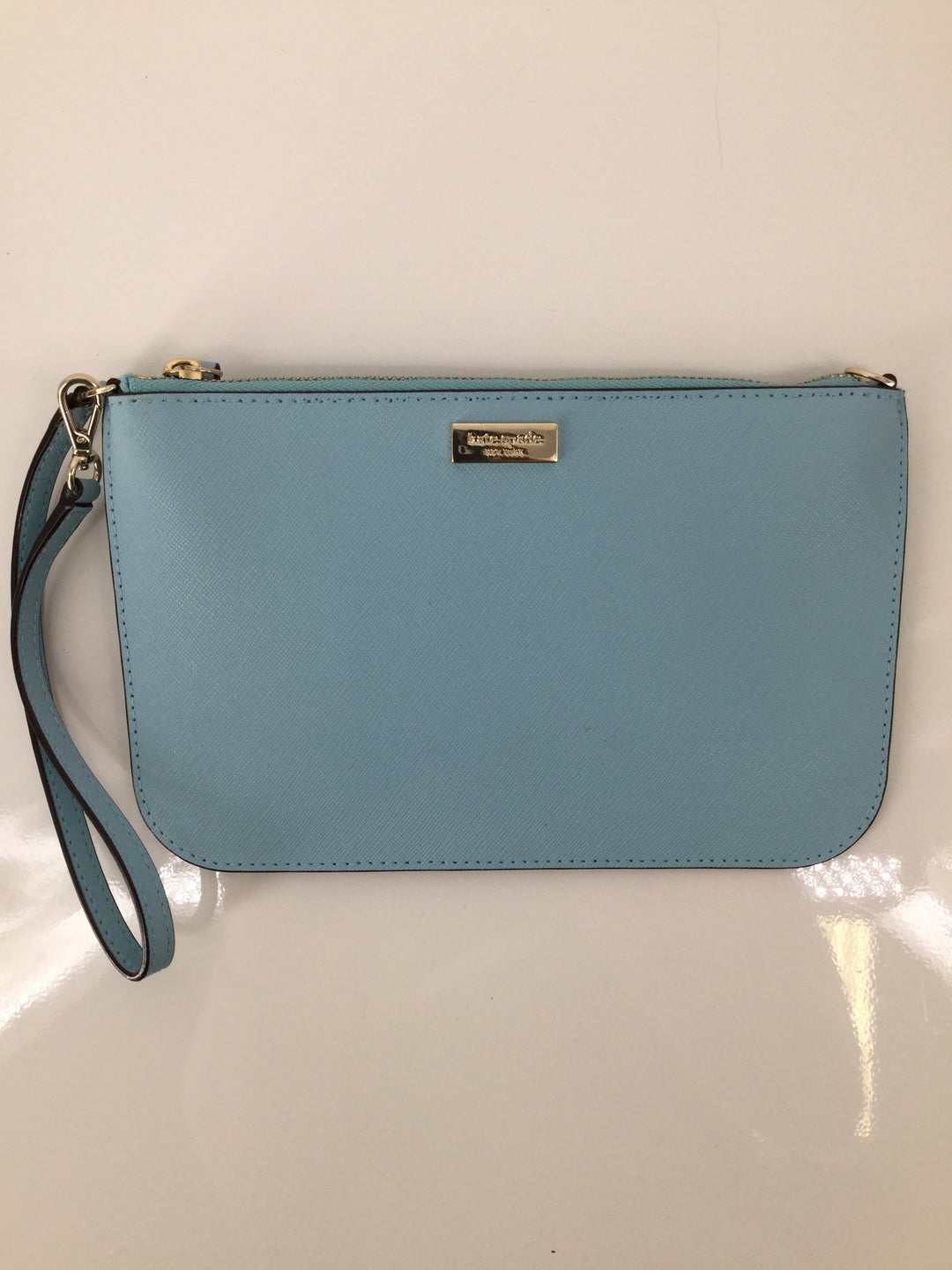 Kate Spade Wristlet, Blue, Medium - <P>NEED A SUPER CUTE WRISTLET TO CARRY AROUND FOR SPRING AND SUMMER? WE'VE GOT YOU COVERED. KATE SPADE DESIGNER WRISTLET FOR ONLY $38. HAS CARDHOLDERS ON THE INSIDE. MINOR CONDITION ON BACK OF WRISTLET, (SEE PHOTOS).</P>