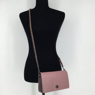 Coach Dusty Pink and Burgundy Crossbody - THIS PINK COACH CROSSBODY IS AMAZING! IT IS BURGUNDY INSIDE AS WELL AS A BURGUNDY TRIM ON THE OUTSIDE. IT IS IN GREAT CONDITION AND LOOKS LIKE IT HAS NEVER BEEN USED. IT OPENS WITH A TURNLOCK. THERE IS ALSO A SLIP POCKET ON THE BACK. INSIDE, THERE IS A BUILT-IN COIN PURSE!.