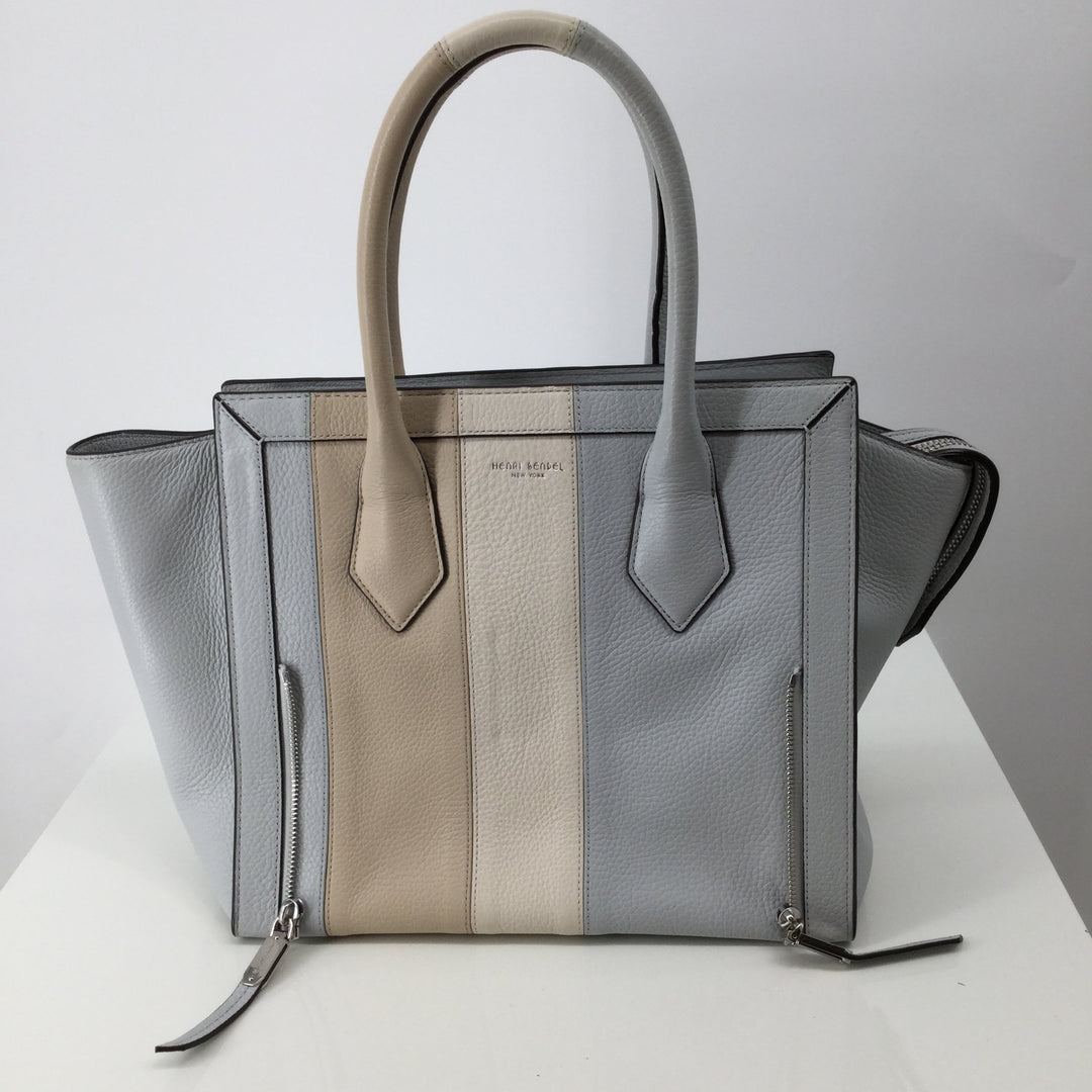 Henri Bendel Designer Handbag Size Large - <P>THIS BEAUTIFUL HENRI BENDEL DESIGNER HANDBAG WAS MADE JUST FOR YOU. BABY BLUE, CREAM AND BEIGE IN COLOR. LARGE IN SIZE. MINOR CONDITION (SEE PHOTOS).</P>